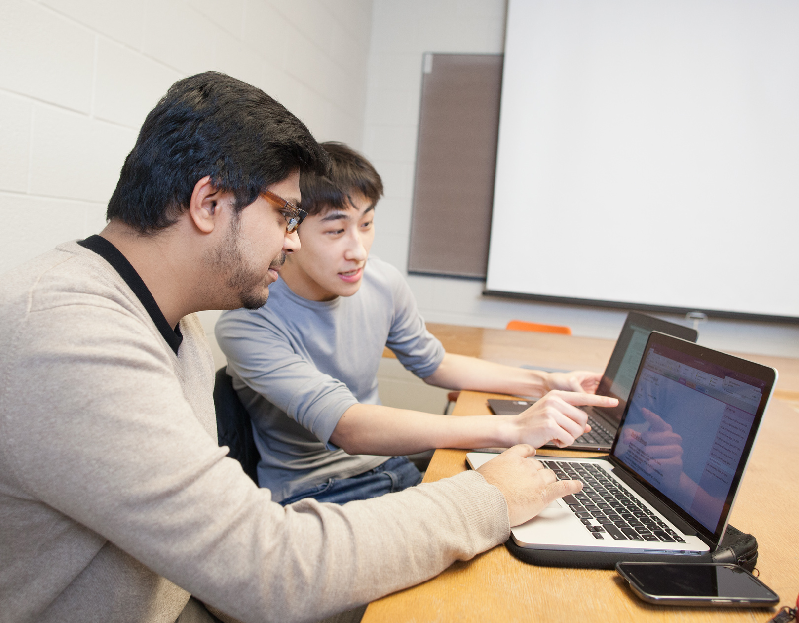 Students having a discussion at a laptop